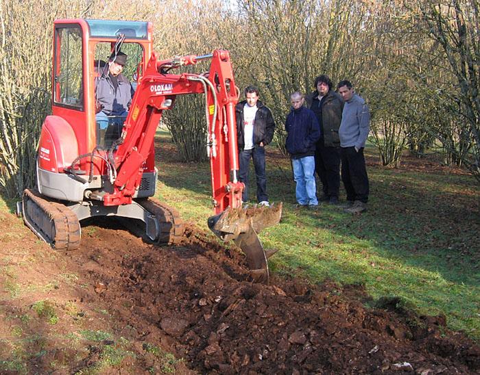 Démonstration pioche Becker dans une plantation près de Chaumont